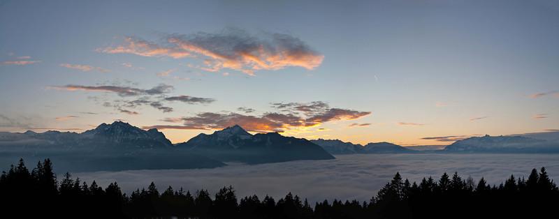 Ubersaxen Richtung Drei Schwestern und Schweizer Berge