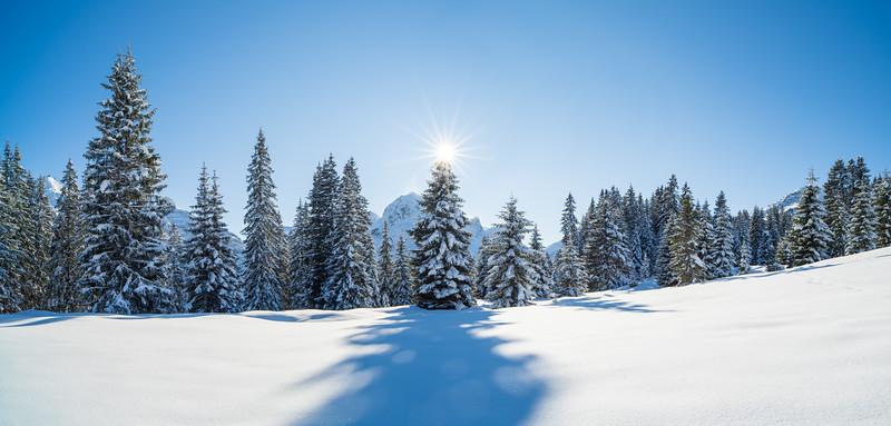 Oberlech mit Sunstar über Omesberg