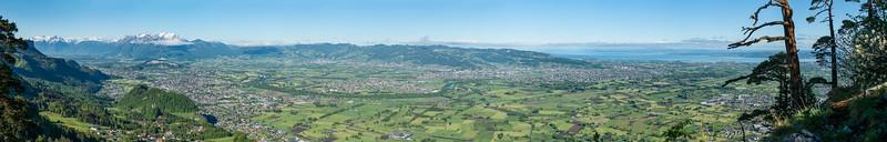 Rheintal mit Schweizer Bergen