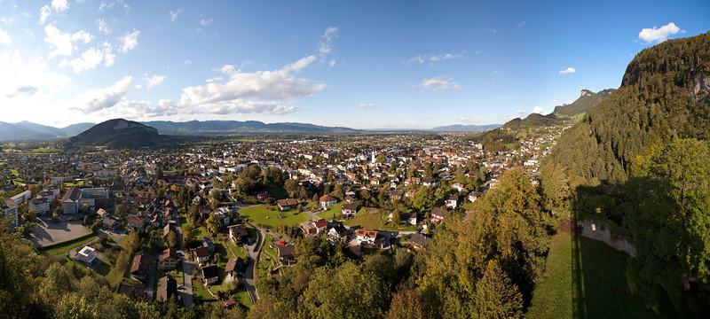 Burgruine Neu Montfort mit Blick auf Götzis