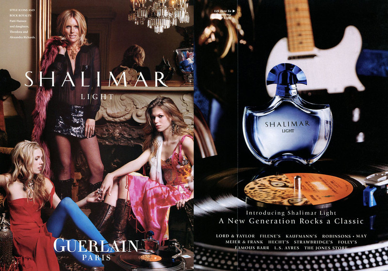GUERLAIN Shalimar Light 2004 US (recto-verso with scented strip) <br /> 'Introducing Shalimar Light - A new generation rocks a classic - Style icons and rock royalty: Patti Hansen and daughters, Theodora and Alexandra Richards'<br /> PHOTO: Regan Cameron