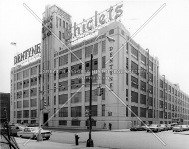 The Adams Chewing Gum factory, home of brand names Chiclets and Dentyn.  This was part of Degnon Terminal,