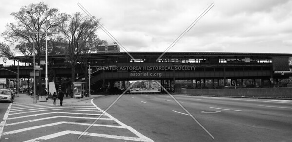 Astoria Boulevard/Hoyt Avenue elevated station in Astoria