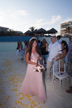 Casamento de Carol e Felipe em 30/04/2012 em Cancún. Cerimônia, jantar e festa: JW Marriott. Extensão da festa: Coco Bongo. Cancún, México. ©Murillo Medina Fotografia. Todos os direitos reservados.