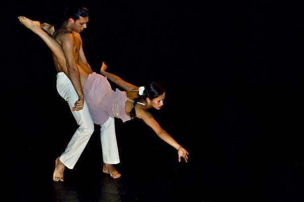 Hugo Zanardi and Gabriela - Acrobatic and Dance Duo Apresentaçao de formatura dos alunos da primeira turma do CEFAC.