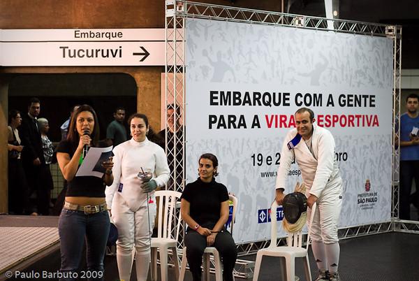 Evento de divulgação da Virada Esportiva na Estação Metrô Paraíso, organizado pela Associação Brasileira de Esgrimistas, Agosto de 2009.