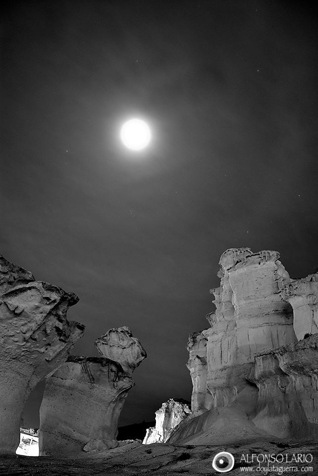 Luna llena en las Erosiones de Bolnuevo. Puerto de Mazarrón. Murcia.