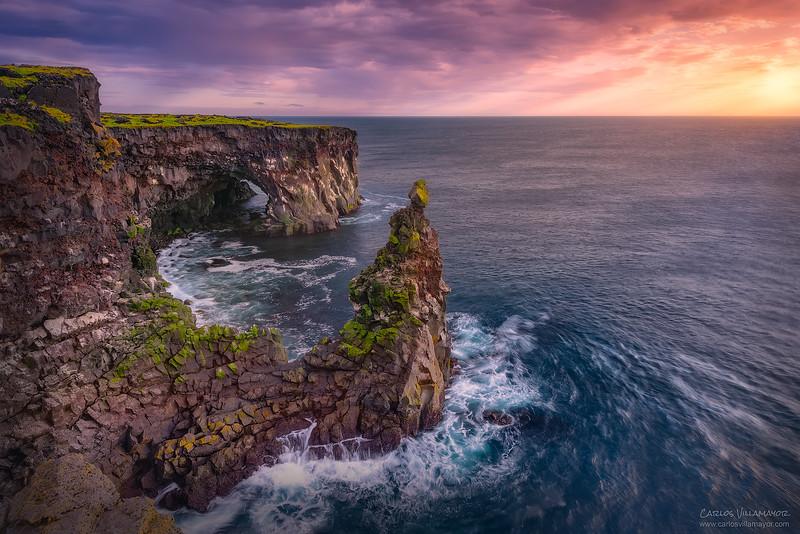 Acantilad0-en-Islandia.jpg