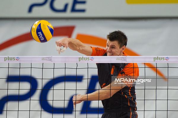 27.10.2010 - Belchatow , Siatkowka - PlusLiga , PGE SKRA Belchatow (zolte) - Jastrzebski Wegiel (czarne). N/Z Adam Nowik Fot. Mariusz Palczynski / MPAimages.com