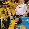 29.01.2011 - Belchatow , Siatkowka - PlusLiga , PGE SKRA Belchatow (zolte) - Delecta Bydgoszcz (niebieskie). N/Z Miguel Falasca Fot. Mariusz Palczynski / MPAimages.com