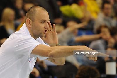 16.02.2011 - Belchatow , Siatkowka - PlusLiga , PGE SKRA Belchatow (zolte) - AZS Czestochowa (czarne) N/Z Trener Marek Kardos Fot. Mariusz Palczynski / MPAimages.com