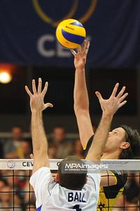 02.03.2011 - Lodz , Siatkowka - CEV Liga Mistrzow , PGE SKRA Belchatow (zolte) - Zenit Kazan (biale) N/Z Lloy Ball , Michal Winiarski Fot. Mariusz Palczynski / MPAimages.com