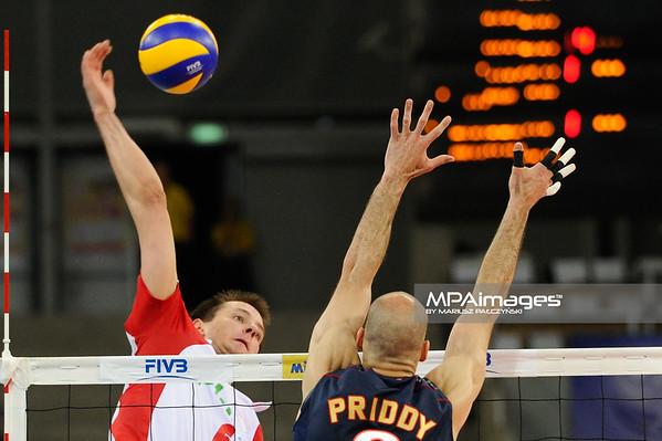 27.05.2011 - Lodz , Atlas Arena , Siatkowka, Liga Swiatowa 2011 ,  Polska (biale) - USA (granatowe) N/Z Bartosz Kurek , William Priddy Fot. Mariusz Palczynski / MPAimages.com