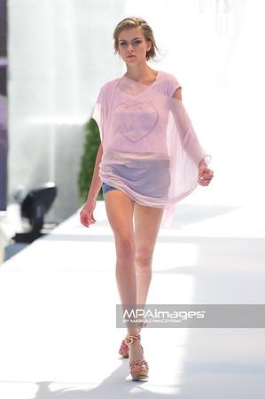 11.06.2011 - Sopot , Molo , Sopot Fashion Days , Prezentacje studentow szkol artystycznych N/Z Kolekcja - LE TEMPS DES CERISES & JAPAN RAGS Fot. Mariusz Palczynski / MPAimages.com
