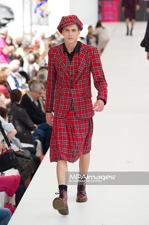 26.06.2011 - Warszawa , Warsaw Fashion Street N/Z Pokaz Beata Guzinska Fot. Mariusz Palczynski / MPAimages.com