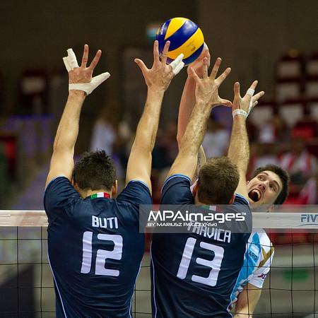 06.07.2011 - Gdansk , ERGO Arena , Siatkowka mezczyzn (Volleyball men's) , Finaly Ligi Swiatowej 2011 , FIVB World League Final 2011 ,  Argentyna (bialo-niebieskie) - Wlochy (granatowe) N/Z Buti , Travica Fot. Mariusz Palczynski / MPAimages.com