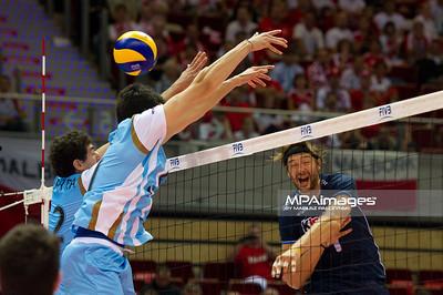 06.07.2011 - Gdansk , ERGO Arena , Siatkowka mezczyzn (Volleyball men's) , Finaly Ligi Swiatowej 2011 , FIVB World League Final 2011 ,  Argentyna (bialo-niebieskie) - Wlochy (granatowe) N/Z Pereyra , Lasko Fot. Mariusz Palczynski / MPAimages.com