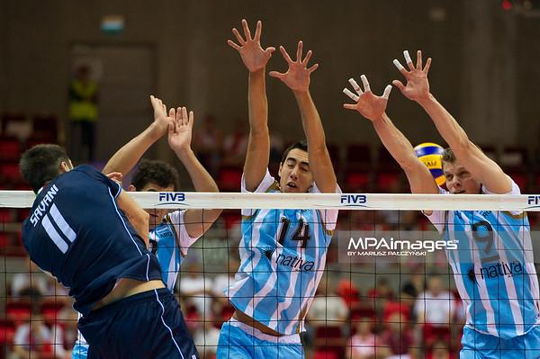 06.07.2011 - Gdansk , ERGO Arena , Siatkowka mezczyzn (Volleyball men's) , Finaly Ligi Swiatowej 2011 , FIVB World League Final 2011 ,  Argentyna (bialo-niebieskie) - Wlochy (granatowe) N/Z Savani , Crer , Quiroga Fot. Mariusz Palczynski / MPAimages.com