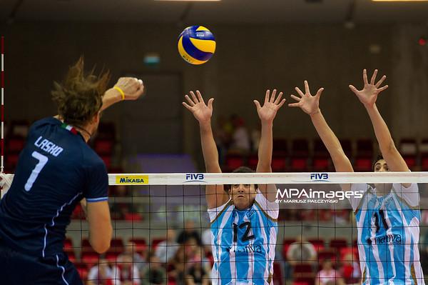 06.07.2011 - Gdansk , ERGO Arena , Siatkowka mezczyzn (Volleyball men's) , Finaly Ligi Swiatowej 2011 , FIVB World League Final 2011 ,  Argentyna (bialo-niebieskie) - Wlochy (granatowe) N/Z Lasko , Pereyra , Sole Fot. Mariusz Palczynski / MPAimages.com