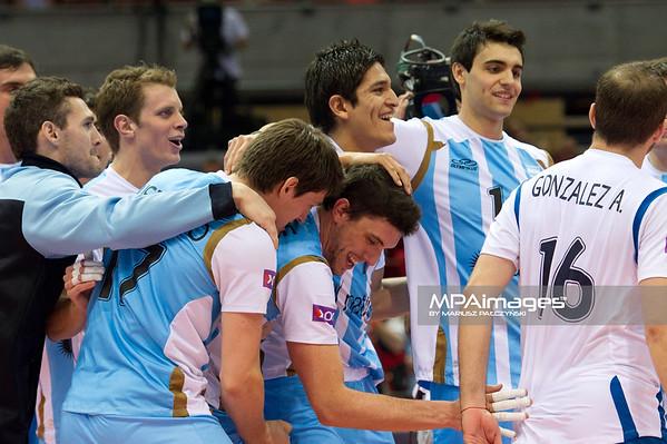06.07.2011 - Gdansk , ERGO Arena , Siatkowka mezczyzn (Volleyball men's) , Finaly Ligi Swiatowej 2011 , FIVB World League Final 2011 ,  Argentyna (bialo-niebieskie) - Wlochy (granatowe) N/Z Siatkarze Argentyny Fot. Mariusz Palczynski / MPAimages.com