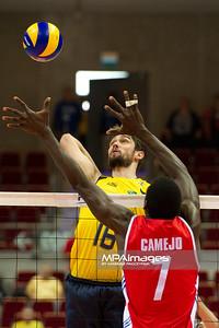 06.07.2011 - Gdansk , ERGO Arena , Siatkowka mezczyzn (Volleyball men's) , Finaly Ligi Swiatowej 2011 , FIVB World League Final 2011 ,  Brazylia (zolte) - Kuba (czerwone) N/Z Lucas , Camejo Fot. Mariusz Palczynski / MPAimages.com