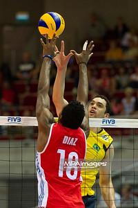 06.07.2011 - Gdansk , ERGO Arena , Siatkowka mezczyzn (Volleyball men's) , Finaly Ligi Swiatowej 2011 , FIVB World League Final 2011 ,  Brazylia (zolte) - Kuba (czerwone) N/Z Diaz Fot. Mariusz Palczynski / MPAimages.com