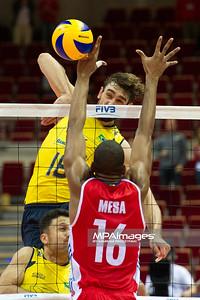 06.07.2011 - Gdansk , ERGO Arena , Siatkowka mezczyzn (Volleyball men's) , Finaly Ligi Swiatowej 2011 , FIVB World League Final 2011 ,  Brazylia (zolte) - Kuba (czerwone) N/Z Lucas , Mesa Fot. Mariusz Palczynski / MPAimages.com