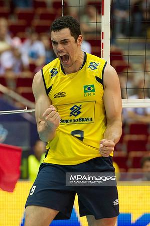 06.07.2011 - Gdansk , ERGO Arena , Siatkowka mezczyzn (Volleyball men's) , Finaly Ligi Swiatowej 2011 , FIVB World League Final 2011 ,  Brazylia (zolte) - Kuba (czerwone) N/Z Theo Fot. Mariusz Palczynski / MPAimages.com