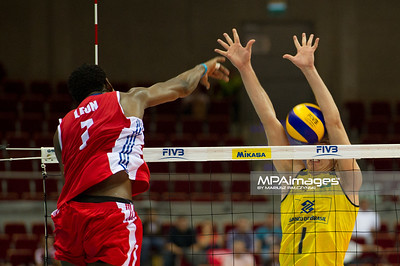 06.07.2011 - Gdansk , ERGO Arena , Siatkowka mezczyzn (Volleyball men's) , Finaly Ligi Swiatowej 2011 , FIVB World League Final 2011 ,  Brazylia (zolte) - Kuba (czerwone) N/Z Leon , Rezende Fot. Mariusz Palczynski / MPAimages.com