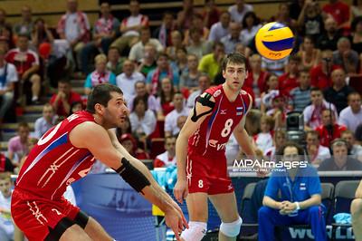 10.07.2011 - Gdansk , ERGO Arena , Siatkowka mezczyzn (Volleyball men's) , Finaly Ligi Swiatowej 2011 , FIVB World League Final 2011 ,  Final Brazylia (zolte) - Rosja (czerwone)  N/Z Hachatur Stepanyan , Denis Biriukov Fot. Mariusz Palczynski / MPAimages.com