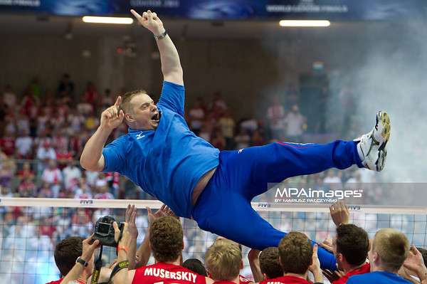 10.07.2011 - Gdansk , ERGO Arena , Siatkowka mezczyzn (Volleyball men's) , Finaly Ligi Swiatowej 2011 , FIVB World League Final 2011 ,  Final Brazylia (zolte) - Rosja (czerwone)  N/Z Vladimir Alekno Fot. Mariusz Palczynski / MPAimages.com