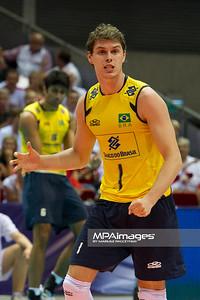 10.07.2011 - Gdansk , ERGO Arena , Siatkowka mezczyzn (Volleyball men's) , Finaly Ligi Swiatowej 2011 , FIVB World League Final 2011 ,  Final Brazylia (zolte) - Rosja (czerwone)  N/Z Bruno Rezende Fot. Mariusz Palczynski / MPAimages.com