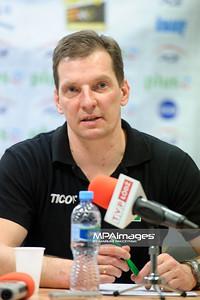 03.03.2012 - Belchatow , siatkowka ,  PlusLiga , PGE SKRA Belchatow (zolte) - Fart Kielce (zielone)  N/Z Grzegorz Wagner  Fot. Mariusz Palczynski / MPAimages.com
