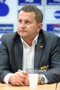 03.03.2012 - Belchatow , siatkowka ,  PlusLiga , PGE SKRA Belchatow (zolte) - Fart Kielce (zielone)  N/Z Konrad Piechocki  Fot. Mariusz Palczynski / MPAimages.com