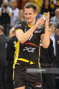 05.04.2012 - Belchatow , siatkowka ,  PlusLiga , PGE SKRA Belchatow (czarne) - Jastrzebski Wegiel (biale)  N/Z MVP Bartosz Kurek  Fot. Mariusz Palczynski / MPAimages.com