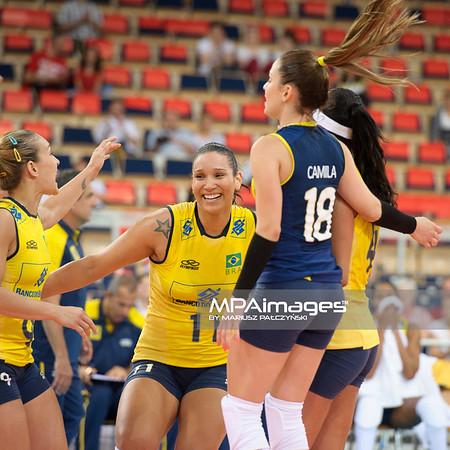 08.06.2012 - Lodz , Atlas Arena , siatkowka , World Grand Prix 2012 , Wlochy (biale) - Brazylia (zolte)  N/Z Siatkarki Brazylii  Fot. Mariusz Palczynski / MPAimages.com