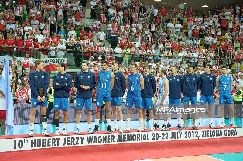 22.07.2012 - Zielona Gora , siatkowka , Memorial Huberta Wagnera 2012 , Dekoracja N/Z Reprezentacja Argentyny  Fot. Mariusz Palczynski / MPAimages.com