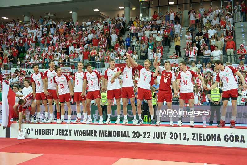 22.07.2012 - Zielona Gora , siatkowka , Memorial Huberta Wagnera 2012 , Dekoracja N/Z Reprezentacja Polski  Fot. Mariusz Palczynski / MPAimages.com
