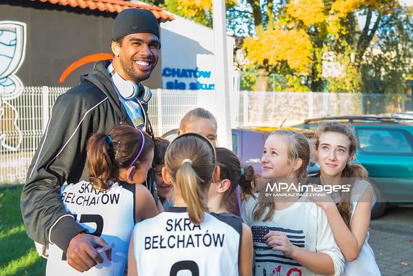 20.10.2012 - Belchatow , Hala Energia , siatkowka ,  PlusLiga , Powitanie zespolu PGE Skra Belchatow    N/Z Yosleyder Cala   Fot. Mariusz Palczynski / MPAimages.com