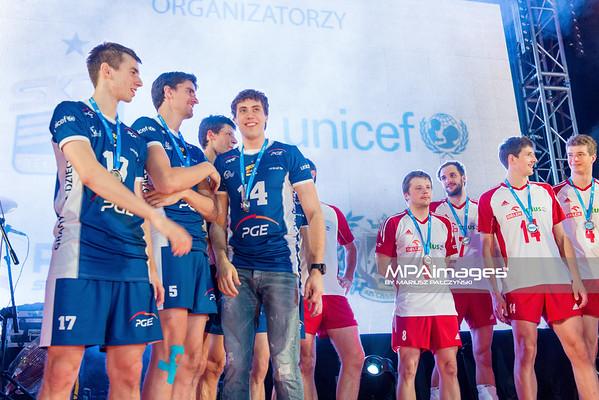 16.12.2012 - Czestochowa , siatkowka , Mecz charytatywny UNICEF PGE Skra Belchatow (niebieskie) - Reprezentanci Polski (biale)  N/Z   Fot. Mariusz Palczynski