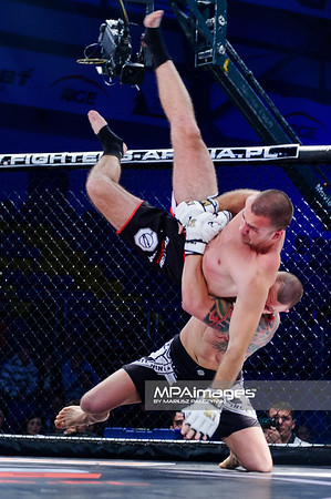 2013.05.24 Belchatow, Hala Energia , MMA Fighters Arena 8 N/Z Mile Nikolic , Tomasz Kondraciuk  Fot. Mariusz Palczynski / MPAimages.com