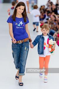 """23.06.2013 - Warszawa , Warsaw Fashion Street 2013 , Akcja """"Spełnionych Marzeń"""" na Fashion Children Show  N/Z Agnieszka Wiedlocha  Fot. Mariusz Palczynski / MPAimages.com"""
