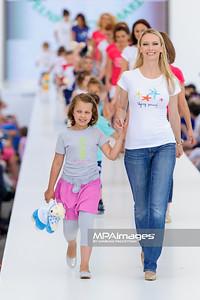 """23.06.2013 - Warszawa , Warsaw Fashion Street 2013 , Akcja """"Spełnionych Marzeń"""" na Fashion Children Show  N/Z  Fot. Mariusz Palczynski / MPAimages.com"""