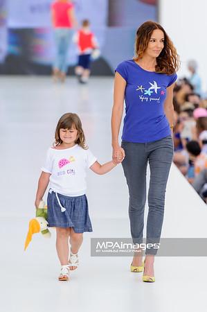 """23.06.2013 - Warszawa , Warsaw Fashion Street 2013 , Akcja """"Spełnionych Marzeń"""" na Fashion Children Show  N/Z Agnieszka Wlodarczyk  Fot. Mariusz Palczynski / MPAimages.com"""