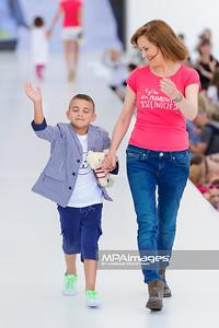 """23.06.2013 - Warszawa , Warsaw Fashion Street 2013 , Akcja """"Spełnionych Marzeń"""" na Fashion Children Show  N/Z Izabela Kuna  Fot. Mariusz Palczynski / MPAimages.com"""