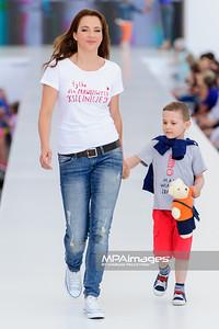 """23.06.2013 - Warszawa , Warsaw Fashion Street 2013 , Akcja """"Spełnionych Marzeń"""" na Fashion Children Show  N/Z Anna Dereszowska  Fot. Mariusz Palczynski / MPAimages.com"""