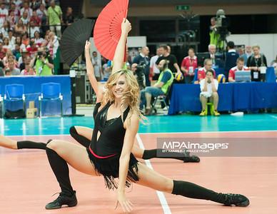 05.07.2013 Katowice , siatkowka , Liga Swiatowa , Polska (biale) - USA (czerwone) N/Z Cheerleaders Sopot Flex Dance Fot. Karol Bartnik / MPAimages.com