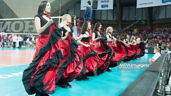07.07.2013 Wroclaw , Hala Stulecia , siatkowka , Liga Swiatowa , Polska (czerwone) - USA (granatowe) N/Z Cheerleaders Sopot Flex Dance Fot. Karol Bartnik / MPAimages.com
