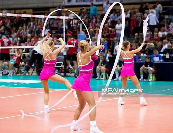25.09.2013 Gdansk , Ergo Arena , siatkowka , Mistrzostwa Europy , Cwiercfinal ,  Niemcy (czerwone) Bulgaria (zielone)  N/Z Cheerleaders Flex Sopot Fot. Karol Bartnik / MPAimages.com
