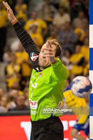 24.11.2013 , Kielce , Hala Legionow , pilka reczna , EHF Champions League , KS Vive Targi Kielce (zolte) KIF Kolding (granatowe)  N/Z Kasper Hvidt Fot. Karol Bartnik / MPAimages.com